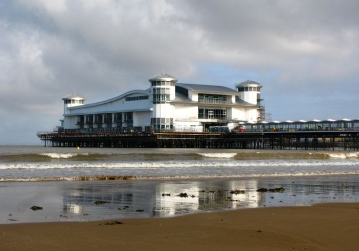 Weston-super-Mare_Grand_Pier_June_2010